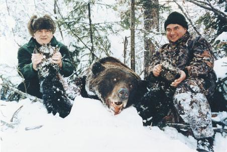 Miazzo Paolo с рекордным трофеем сибирского бурого медведя. Фото www.scirecordbook.org