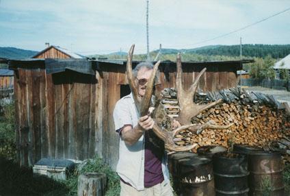 Fred Williams с рекордным трофеем амурского лосяс лопатообразными рогами. Фото www.scirecordbook.org