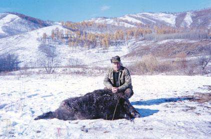 """Jose Sodiro с рекордным трофеем кабана (31 2/16""""SCI), добытым в Монголии. Фото www.scirecordbook.org"""
