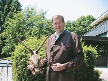 Gernot Jehart с рекодным трофеем типичной сибирской косули из Азии. Фото www.trophyhunt.ru