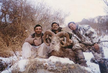 "Hossein Golabchi с трофеем афганского уриала 149 5/8"". Фото c www.scirecordbook.org"