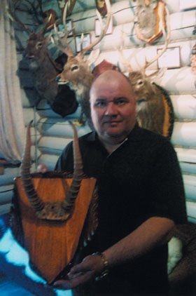 Андрей Пилюгин с трофеем сайгака. Фото www.scirecordbook.org