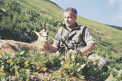 С. Ястрежембский с трофеем кавказской серны. Фото www.scirecordbook.org