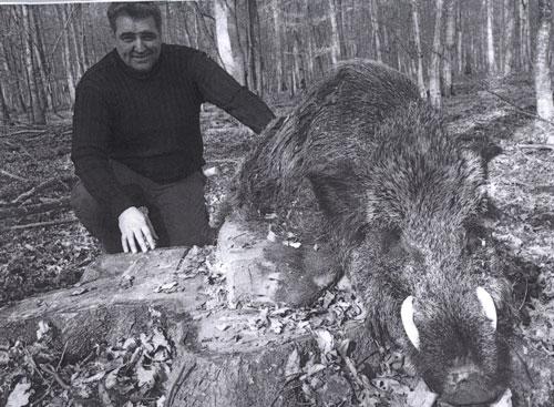 "Nadan Vidosevic с трофеем кабана из Хорватии (34 9/16""). Фото с www.scirecordbook.org"